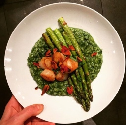 Very green spinach risotto with scallops | Why making a massive roast is the best way to eat solo
